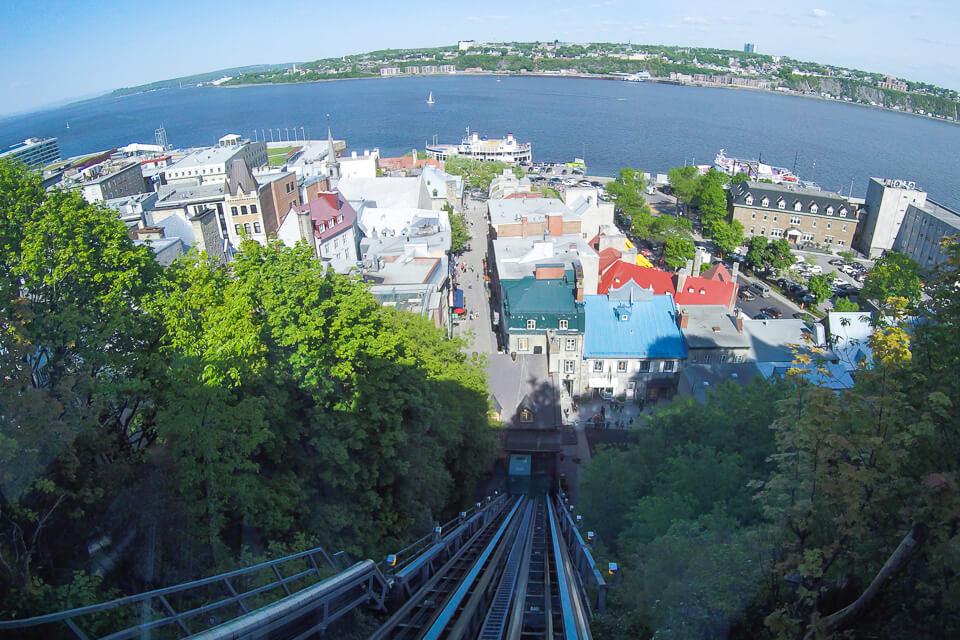 Com quase 140 anos, o funicular é um lugar que você precisa visitar em Old Quebec