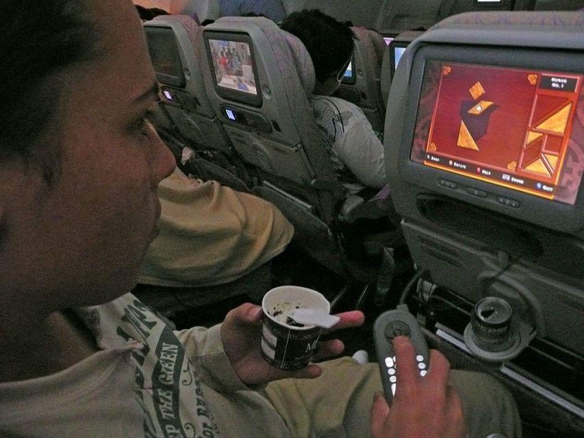 Como é voar com a Emirates Airlines na classe economica