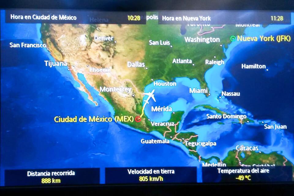 Como é voar para os Estados Unidos na classe econômica da Aeroméxico.