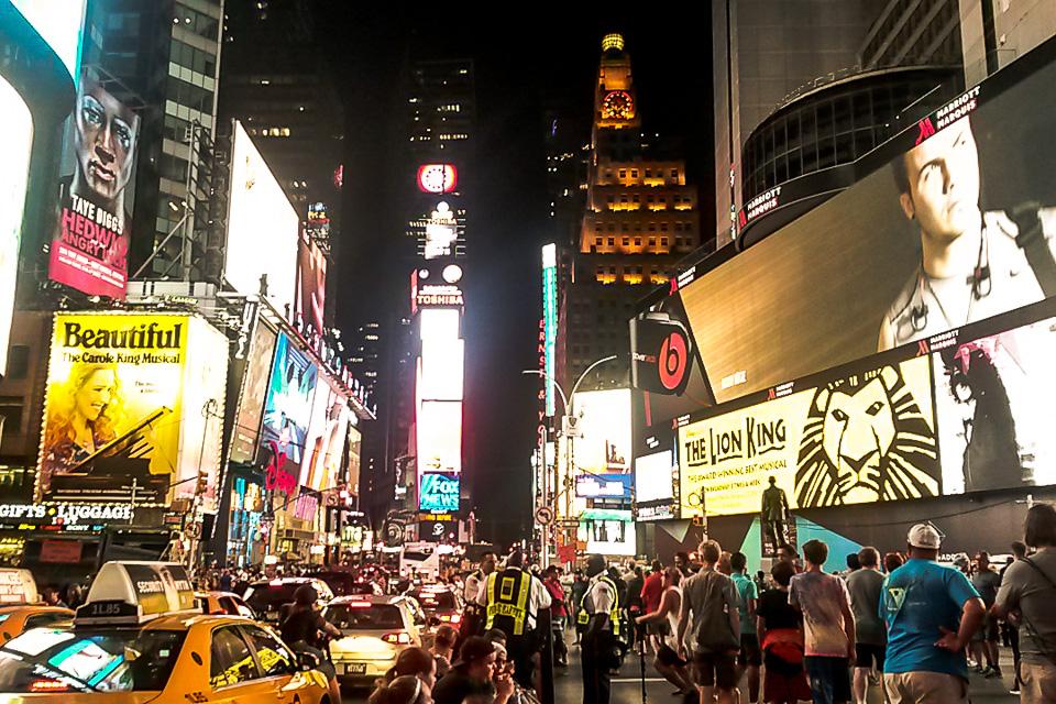 Times Square é um dos principais pontos turísticos de Nova York