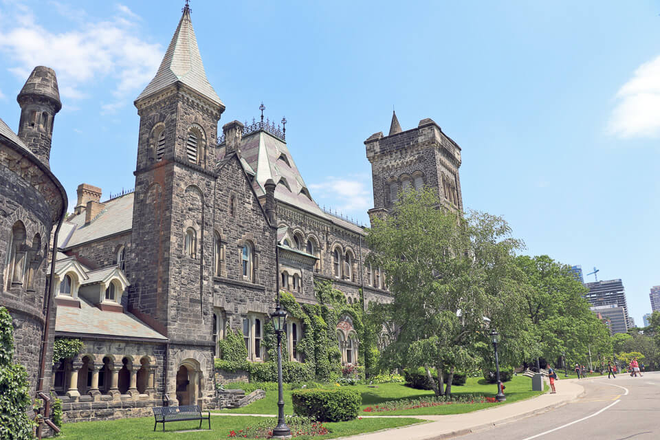 Universidade de Toronto (UofT) prédio University College