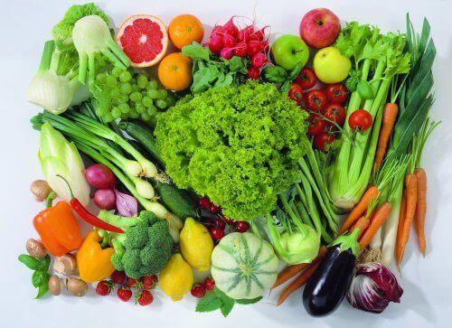 Dê prioridade ao consumo de alimentos frescos, como legumes, verduras efrutas
