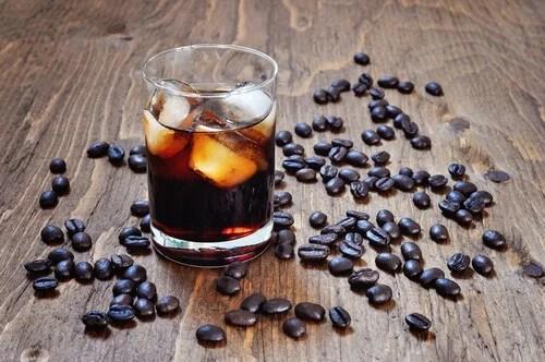 Álco e café são bebidas que podem levar a infecções urinárias