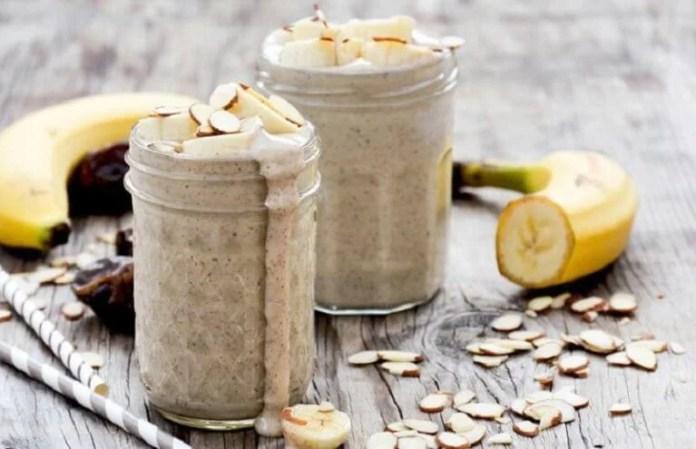 Vitamina de amêndoas, banana e água de coco