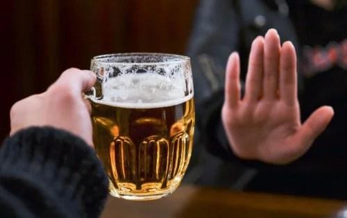 Evite beber álcool se não quiser adormecer dirigindo