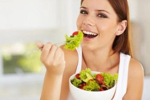 Alimentar-se bem ajuda a aumentar o volume do cabelo