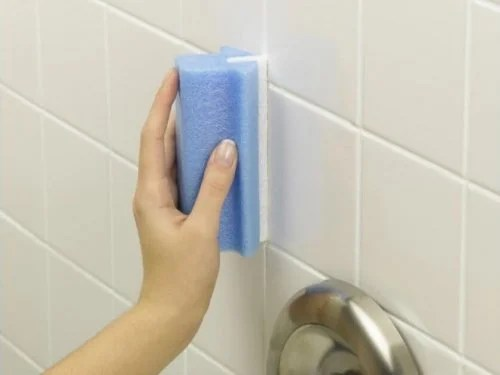 Limpar os azulejos do banheiro