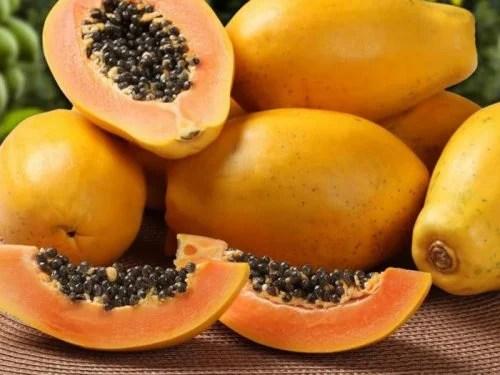 O mamão é uma das melhores frutas tropicais para a saúde