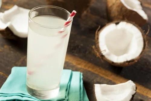 Copo com água de coco