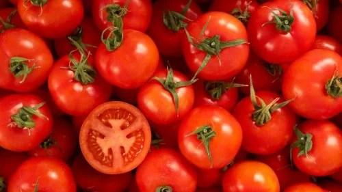 tomate-5-500x281 6 remédios naturais para clarear as mãos