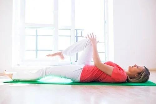alongamento-500x334 Exercícios tibetanos para trabalhar todos os músculos em 10 minutos