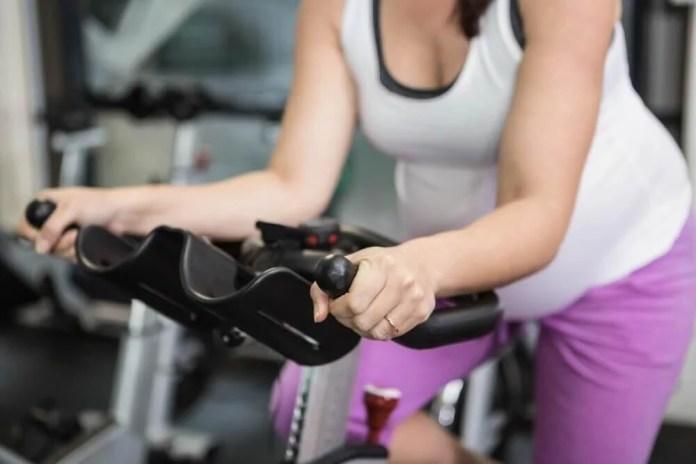 bicicleta 5 exercícios eficazes para eliminar os gases