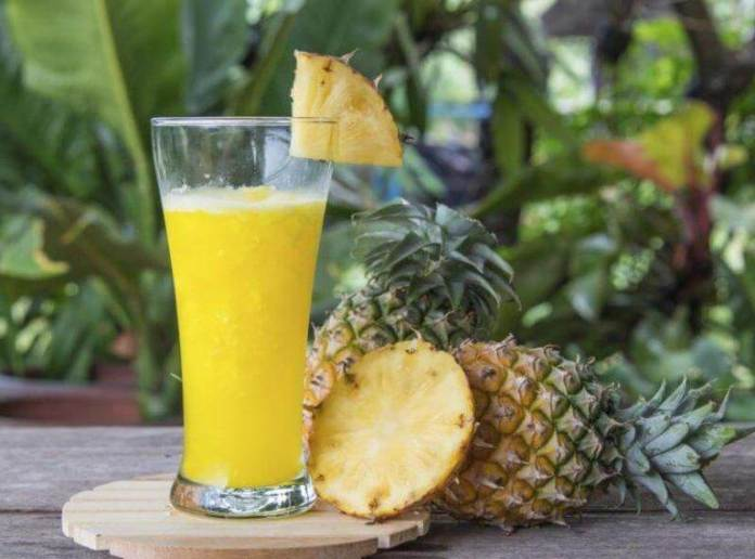 suco-abacaxi Como preparar abacaxi para aliviar a constipação