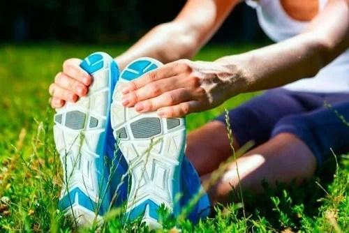 alongamento-no-chao-500x334 Personal trainer revela os melhores exercícios de alongamento que ajudarão você a perder peso