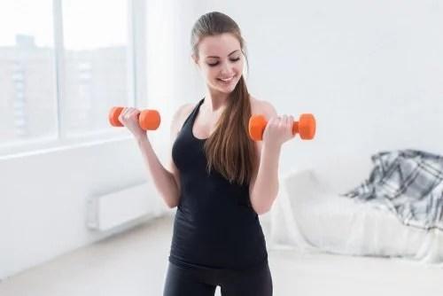 biceps-500x334 5 exercícios caseiros para braços mais tonificados