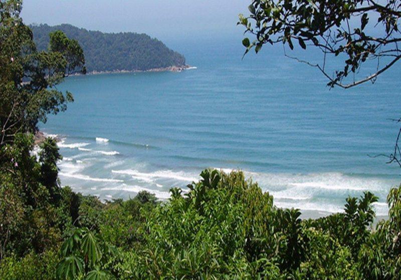 Praia Brava Do Camburi