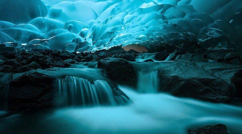 Cavernas de gelo Mendenhall, em Juneau, no Alasca, EUA