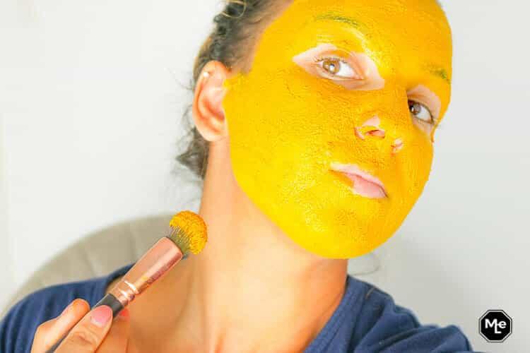 DIY gezichtsmasker van kurkuma