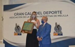 Lorena Asensio recibe el Premio Pedro de Estopiñán del año 2019 (autor de la foto: Antonio Calderay)