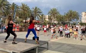 """La Plaza Multifuncional de Melilla se llena de baile con la propuesta de Cruz Roja, """"Zumba de Oro"""""""