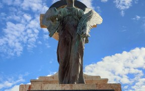 Diosa-Nike.-Panteón-de-Héroes.-Cementerio-de-Melilla.jpg
