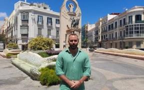 Da Costa en el Monumento a los Héroes