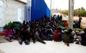 El brote del CETI mantiene aislados a 320 inmigrantes