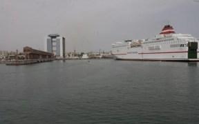 Barco llegando a Melilla