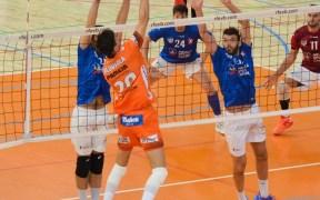 El Club Voleibol Melilla se impuso al líder en el 'tie-break'
