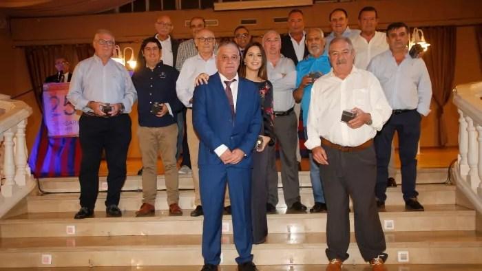 Javier Martinez junto a los socios