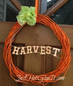 closeuppumpkinwreath