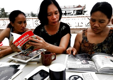 the girls reading