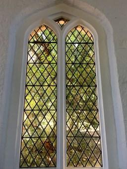 inside hartley church4