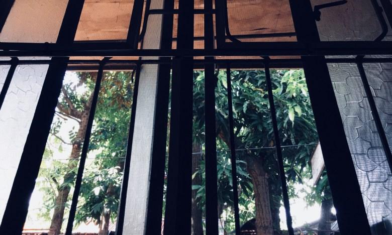 under a new window
