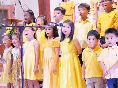 The winning yellow team.