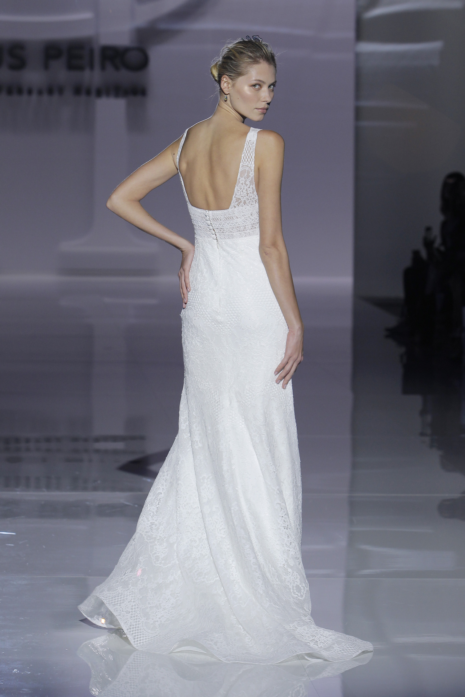 Magnífico Vestidos Novia Plumas Ideas Ornamento Elaboración ...
