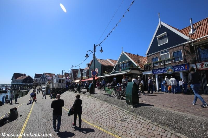 Rua principal em Volendam