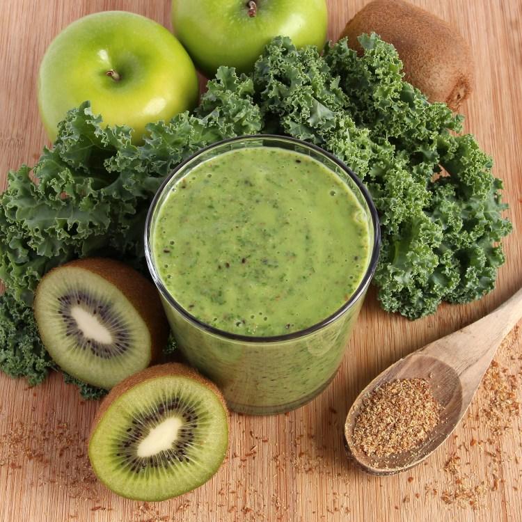 Green smoothie - kale, kiwi, green apples, ground flax seeds