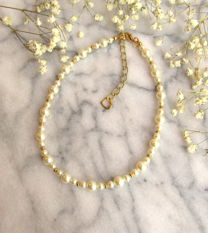 girs pearl and gold necklace