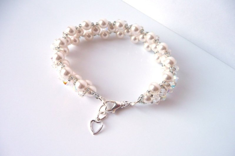 WB9- pearl and crystal beaded flower bracelet