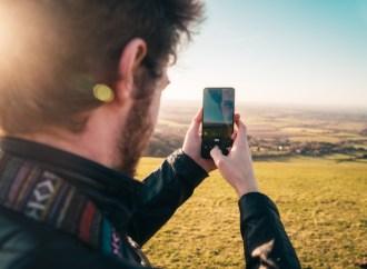 Seyahatte ve doğada telefon şarjı nasıl korunur?