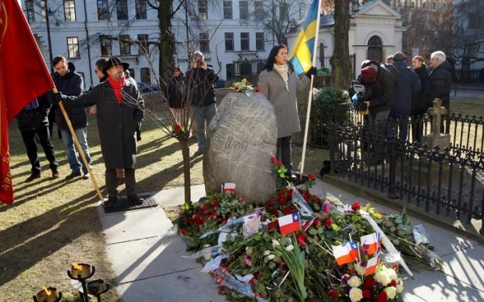 30 år sedan Olof Palme mördades, gravplatsen, Adolf Fredriks kyrkogård , fanvakt