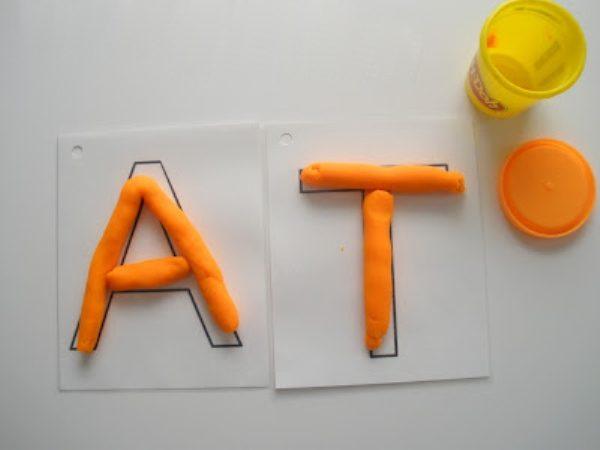 A және T хаттары: пластикографраф
