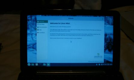 HP COMPAQ  1030  NR  LAPTOP WITH  LINUX MINT