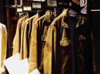 """Les costumes de Harry, de plus en plus sales et déchirés au fur et à mesure des """"Deathly Hallows""""."""