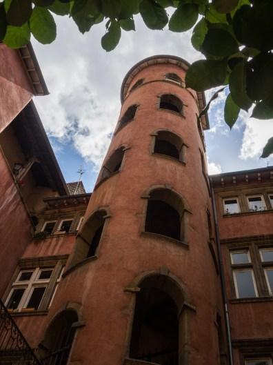 Traboule de la tour rose
