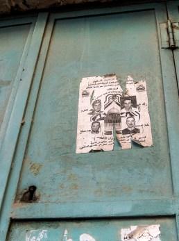 Affiche d'homme emprisonnés (ou morts?).