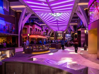 Symphony of the Seas , Royal Promenade