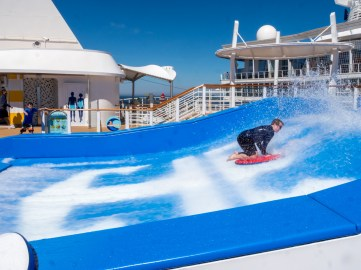 Symphony of the Seas, Flow Rider