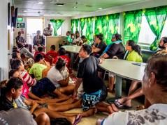 Messe à bord du Tuhaa Pae IV